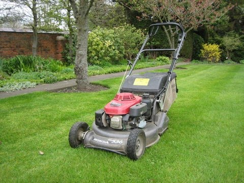 Eco_Garden_Maintenance_Honda_pro_roller_mower